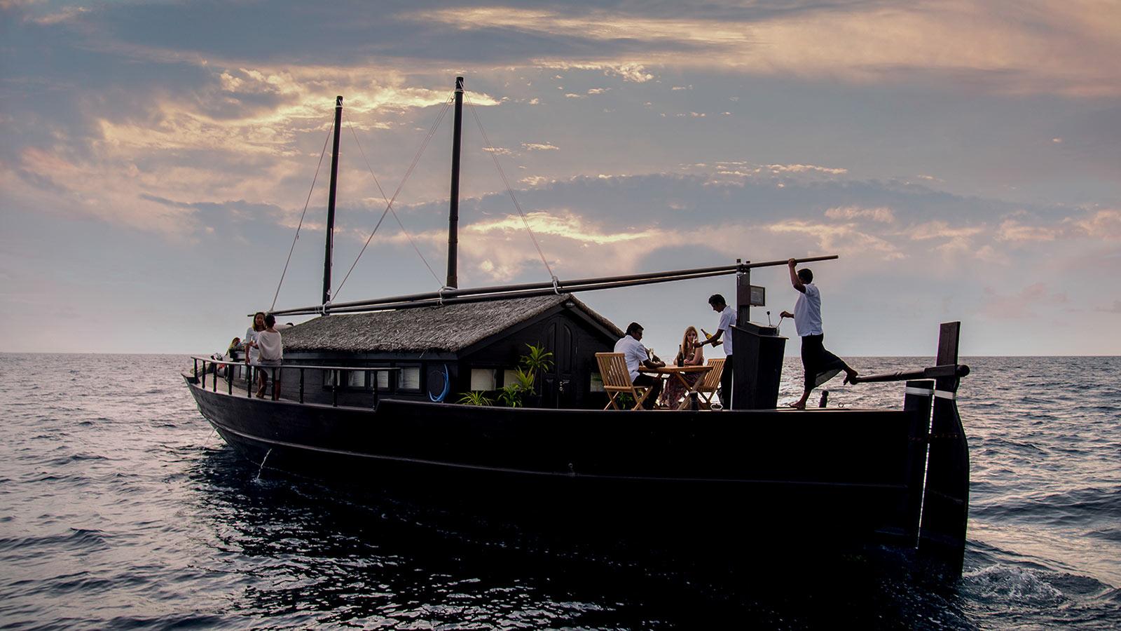Romantic luxury sunset cruise Maldives